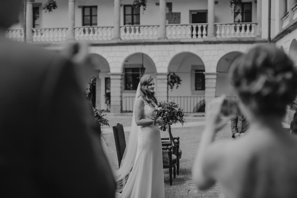 Ślub na zamku królewskim w Niepołomicach-100