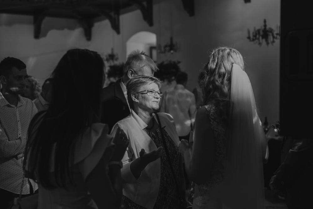 Ślub na zamku królewskim w Niepołomicach-110