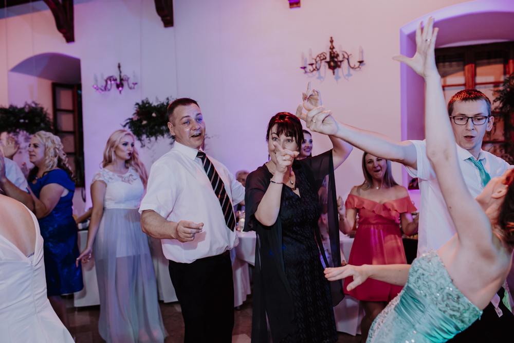 Ślub na zamku królewskim w Niepołomicach-163