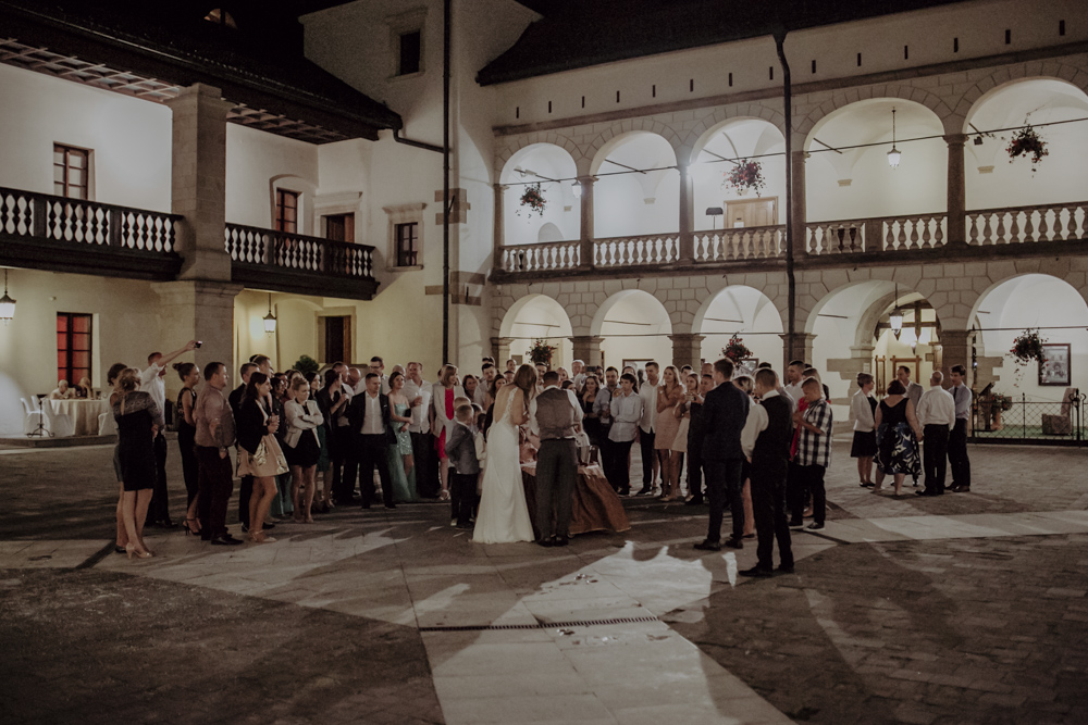 Ślub na zamku królewskim w Niepołomicach-185