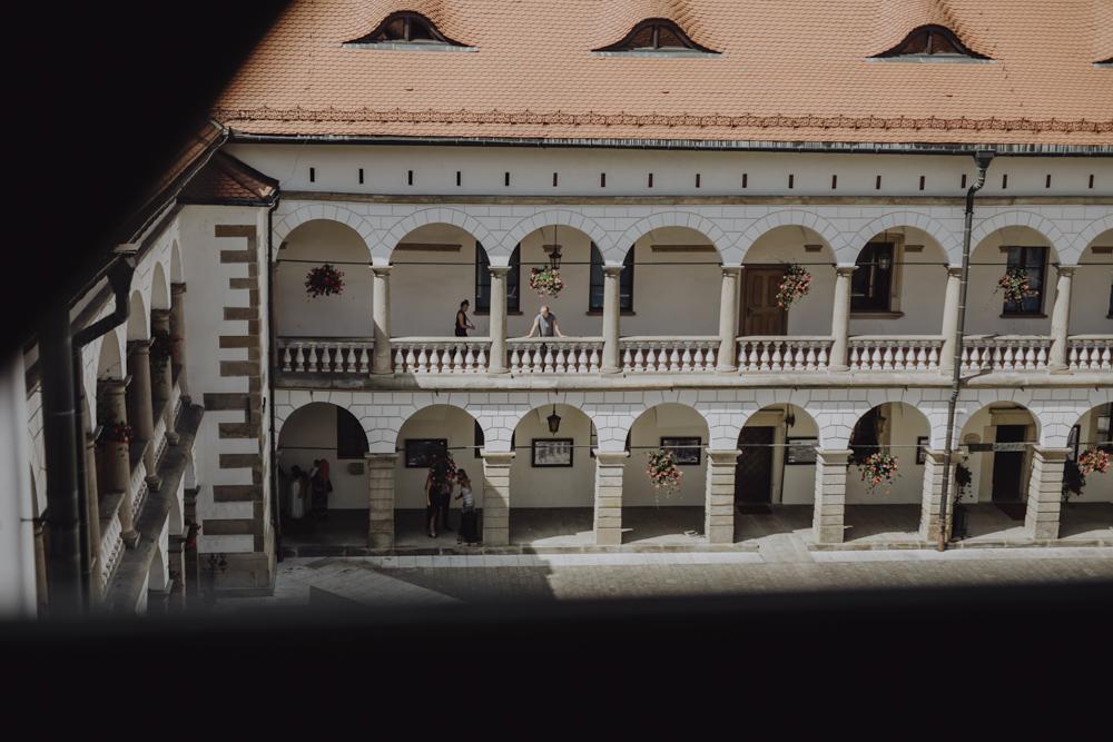 Ślub na zamku królewskim w Niepołomicach-31