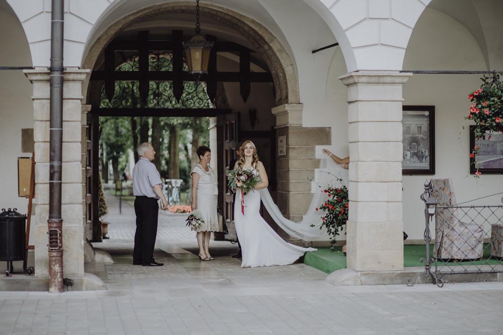 Ślub na zamku królewskim w Niepołomicach-52