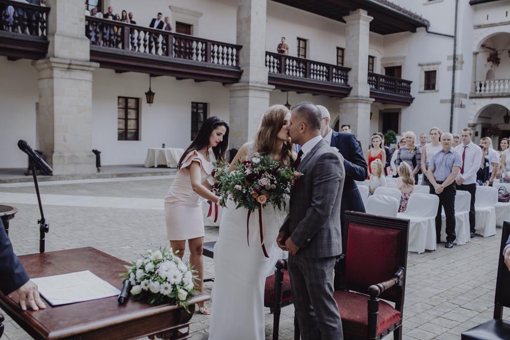 Ślub na zamku królewskim w Niepołomicach-55