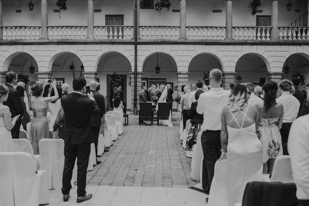 Ślub na zamku królewskim w Niepołomicach-89