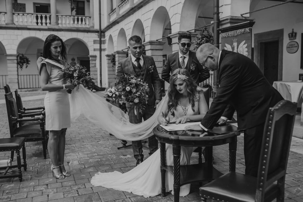 Ślub na zamku królewskim w Niepołomicach-97
