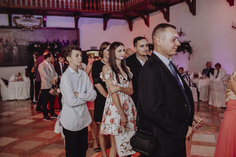 Ślub na zamku królewskim w Niepołomicach-112