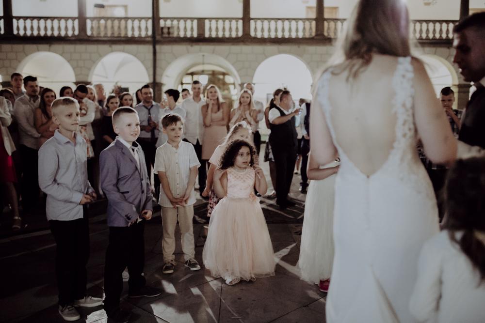 Ślub na zamku królewskim w Niepołomicach-187