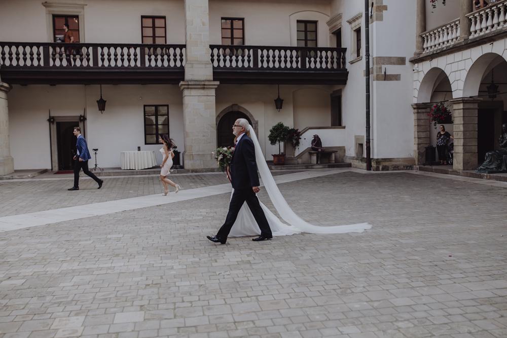 Ślub na zamku królewskim w Niepołomicach-53