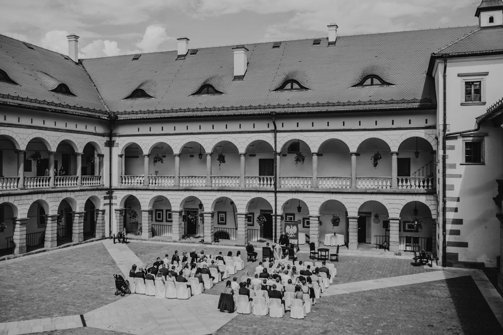 Ślub na zamku królewskim w Niepołomicach-59