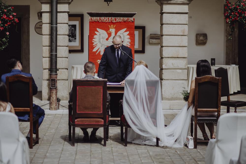 Ślub na zamku królewskim w Niepołomicach-60