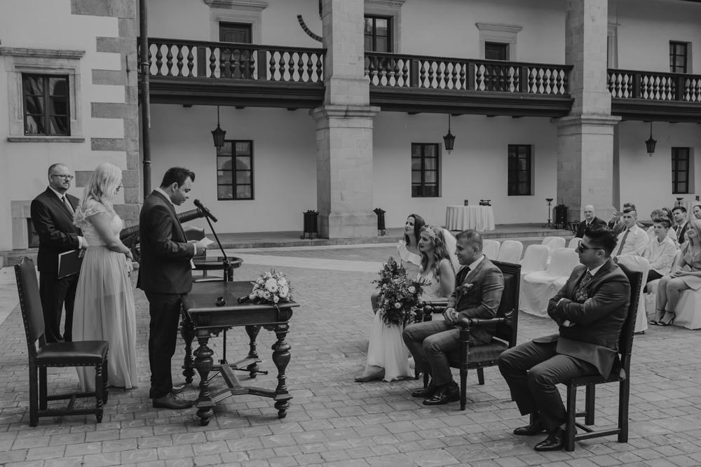 Ślub na zamku królewskim w Niepołomicach-77