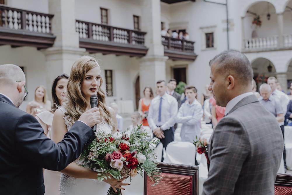 Ślub na zamku królewskim w Niepołomicach-82