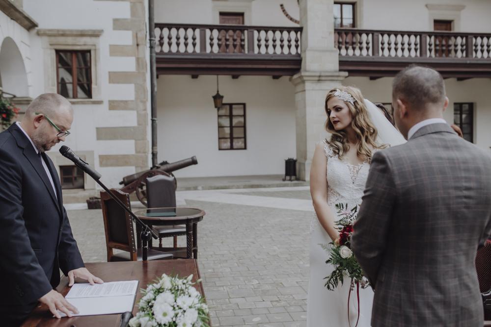 Ślub na zamku królewskim w Niepołomicach-92